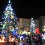 Concert de fanfară, dans sportiv, colinde și gala performerilor, cu prilejul aprinderii luminițelor din tradiționalul brad de Crăciun de la Cugir