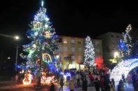 Vineri, 6 decembrie 2019, se aprind luminițele de Crăciun la Cugir. Concerte de colinde și surprize pentru cei mici, lângă brad