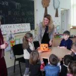 """Elevii din """"Clasa Fluturașilor"""", de la Școala Gimnazială Nr. 3 din Cugir, au sărbătorit 100 de zile de """"Step by Step"""""""