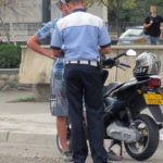 Dosar penal pentru un bărbat de 34 de ani din Șibot, după ce a fost surprins în timp ce conducea pe raza counei, fără permis, un moped neînmatriculat