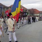 """Zeci de locuitori din Vinerea au luat parte în Joia Mare la obiceiul """"Păștenilor"""", respectat cu strictețe de 70 de ani"""