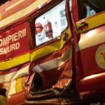 O ambulanță SMURD aflată în misiune a fost lovită de o mașină condusă de un șofer băut, pe strada Victoriei din Cugir