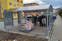 Primăria Cugir continuă amenajarea punctelor de colectare selectivă a deșeurilor, cu acces limitat
